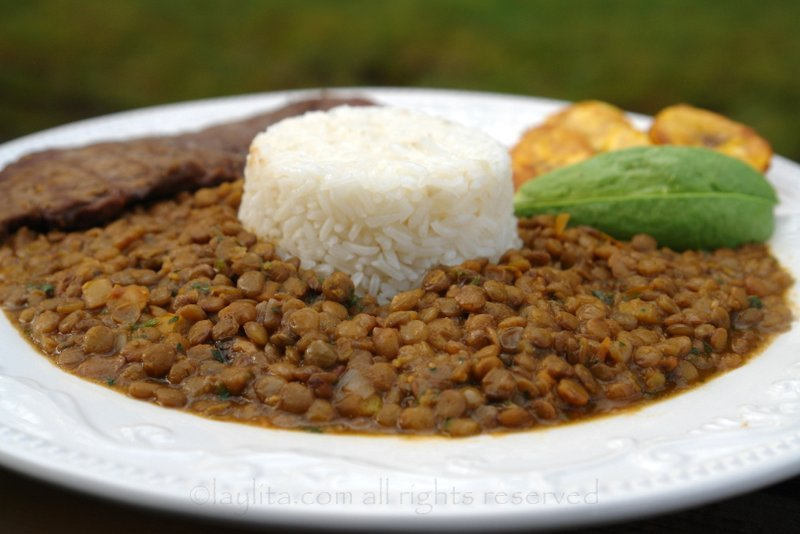 Lentil stew with rice - Arroz con menestra de lentejas