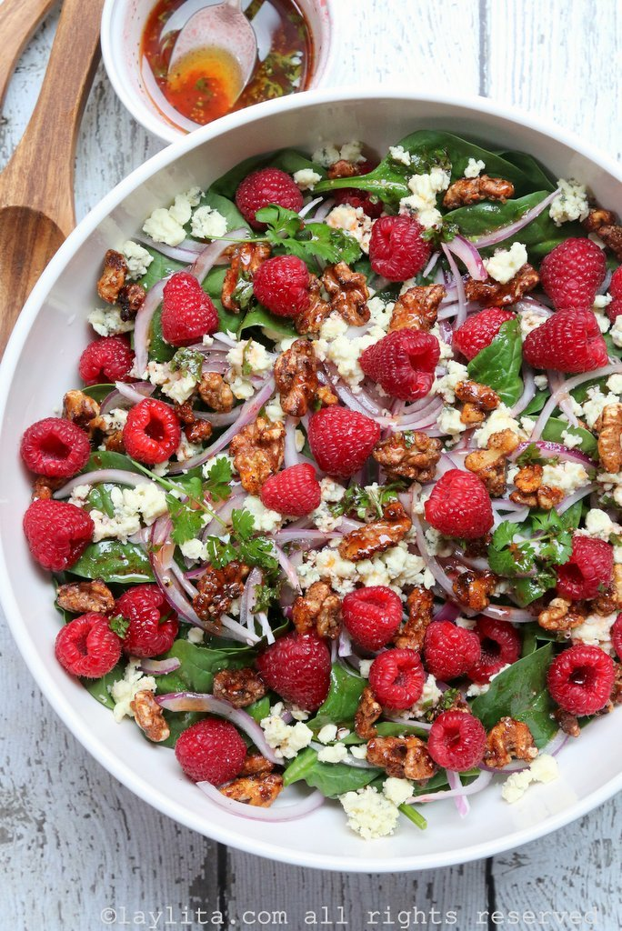 Spinach raspberry salad with gorgonzola