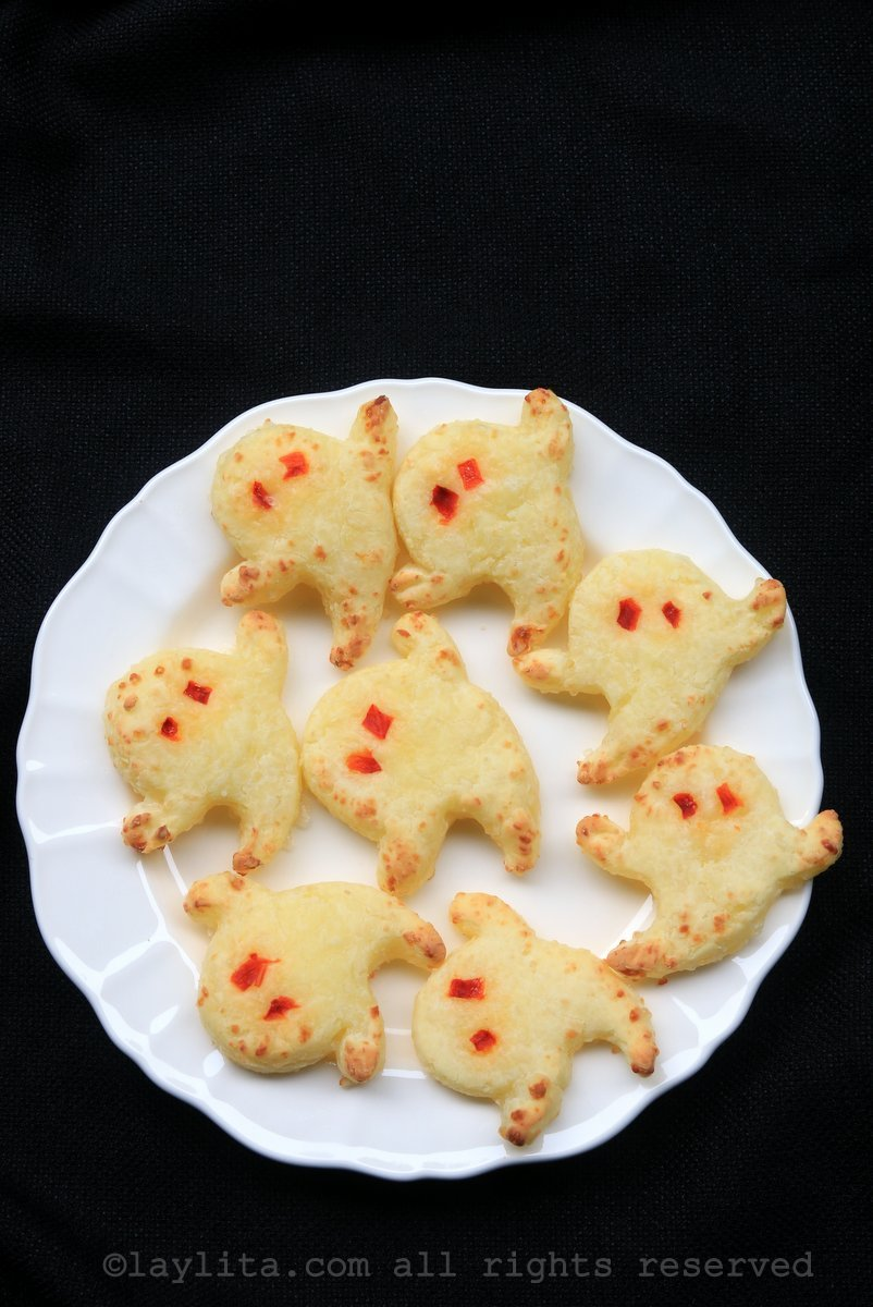 Yuca cheese bread ghosts for Halloween