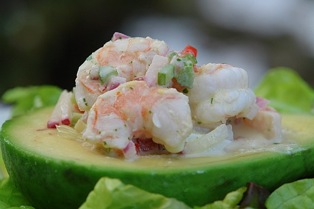shrimp stuffed avocado - aguacate relleno