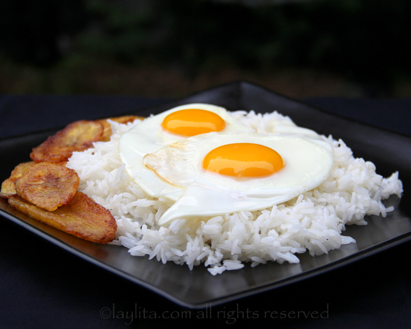 Rice with fried eggs / Arroz con huevo frito