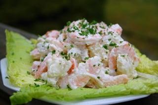 Crevettes et pommes de terres en salade