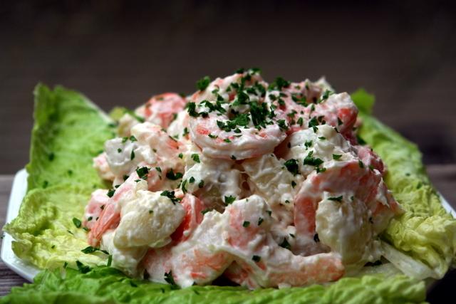 Ensalada de papas con camarones or shrimp potato salad recipe
