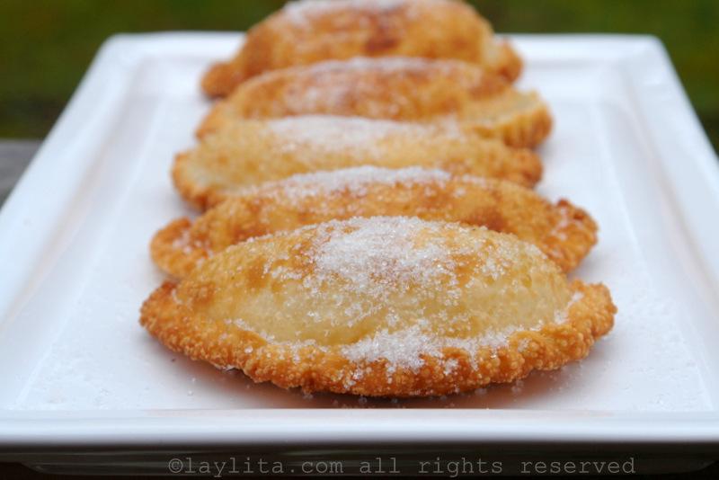 Fried cheese empanadas // Empanadas de viento