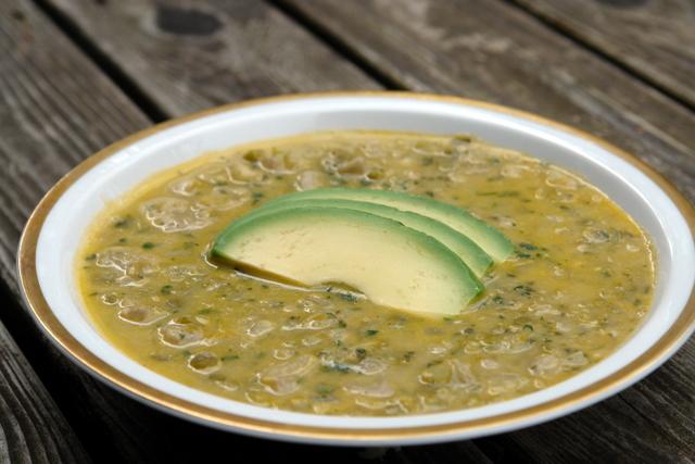 Arvejas con guineo soup