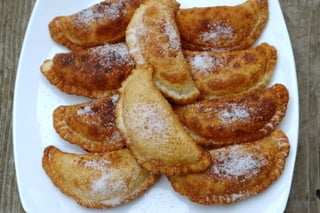 Sprinkle the cheese empanadas with sugar