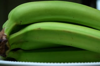Green bananas for chips