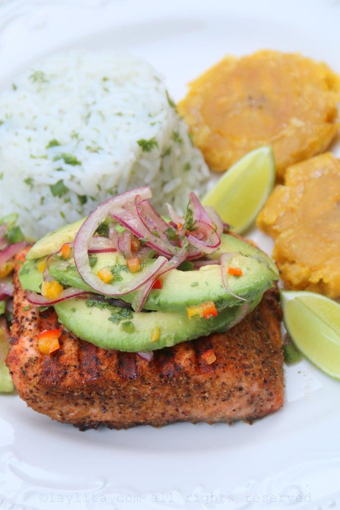 Grelhado com salsa de abacate