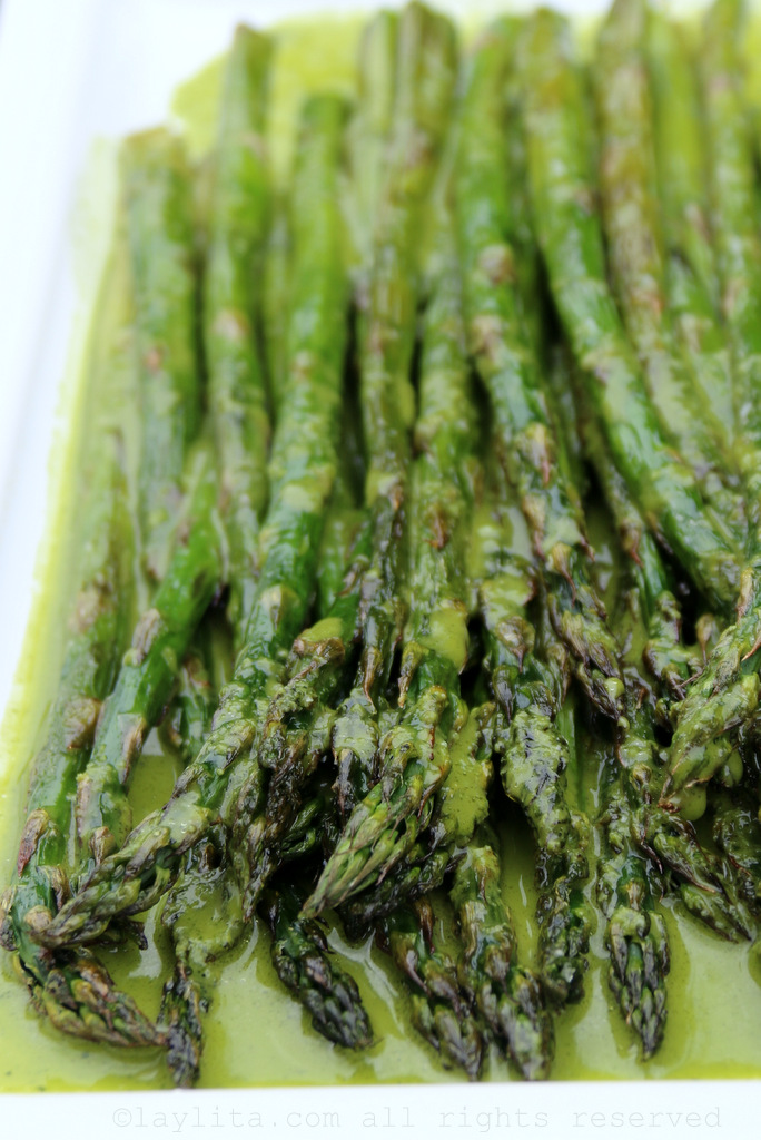 Grilled or roasted asparagus with parsley lemon sauce