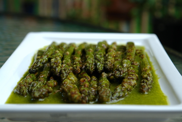 Grilled asparagus with parsley sauce recipe