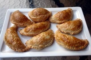 Empanadas aux poireaux cuites au four et dorées