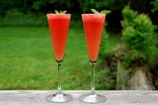 Préparation du cocktail mimosa à la pastèque 5