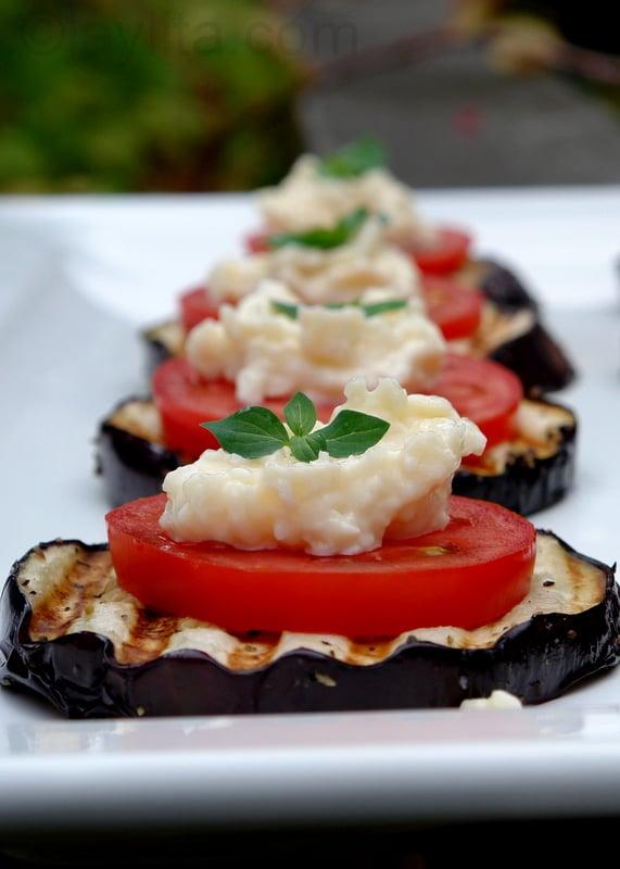 Receita de delicioso aperitivo de tomate e berinjela
