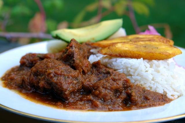 Beef stew in tamarind sauce {Seco de carne con tamarindo}