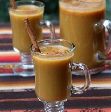 Fruity oatmeal drink with naranjilla and cinnamon