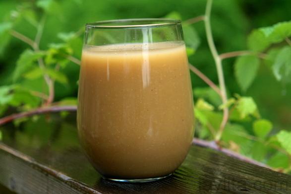 Colada de avena con naranjilla or Ecuadorian oatmeal drink
