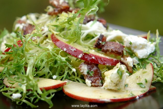 Frisée salad with apple, bacon and goat cheese