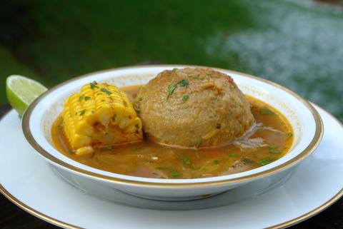 Caldo de bolas o sopa de bolas