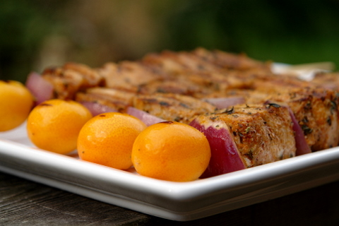 Pinchos de atun or tuna kebabs with kumquat