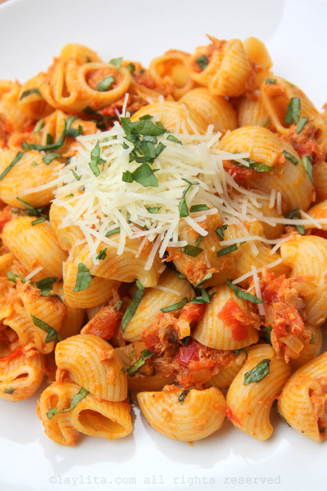 Easy tuna and tomato pasta