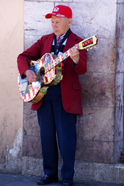 Street performer in Quito