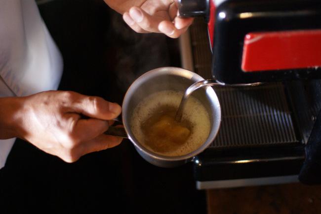 Hot naranjilla and cinnamon for canelazo