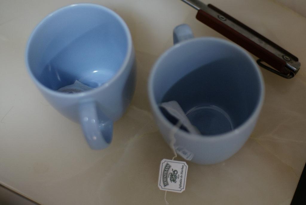 Making aguita de cedron or tea