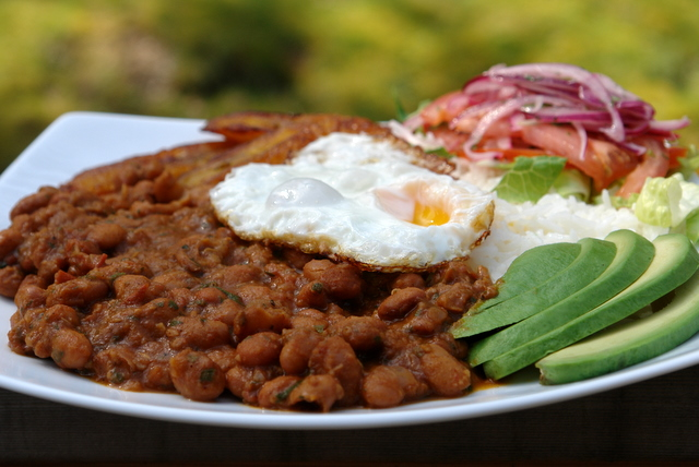 Menestra de porotos with rice and egg