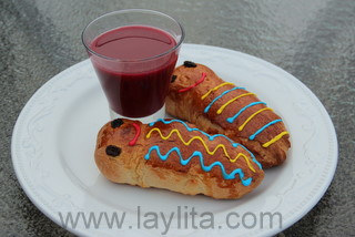 Colada morada with guaguas de pan