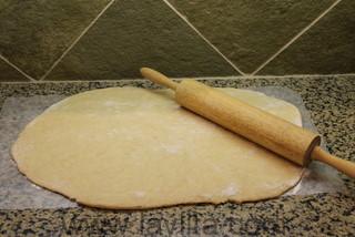 Abra a massa para as guaguas de pan com um rolo