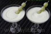 Grape pisco sour