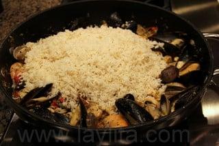 Préparation du riz aux fruits de mer 8