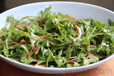 Salada com molho balsâmico