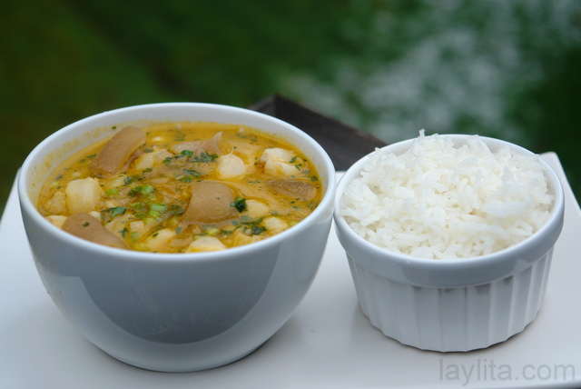 Caldo de patas de res with white rice