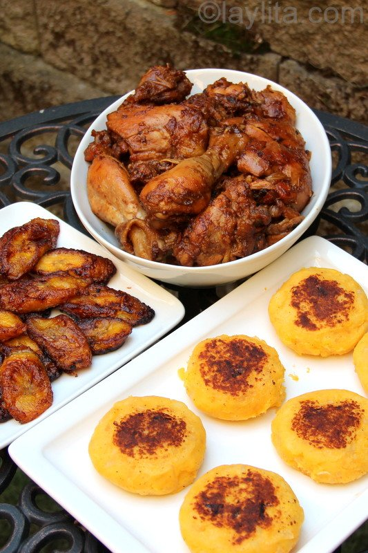Chicken fritada with llapingachos and plantains