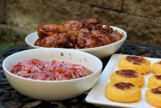 Fritada de gallina with side dishes