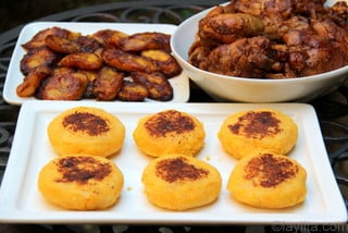 Fritada de gallina with llapingachos and plantains