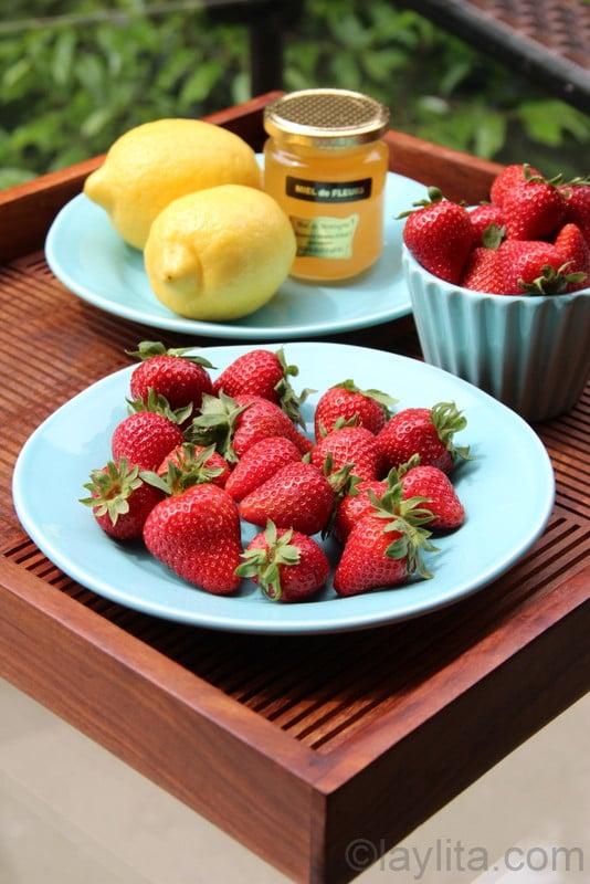fraises, miel et citrons pour limonade