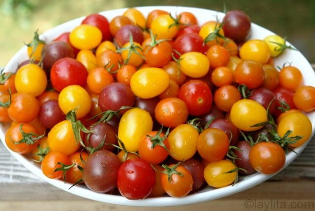 Préparation de la bruschetta de tomates 1