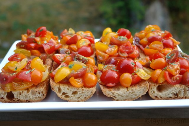 Tomato bruschetta with basil