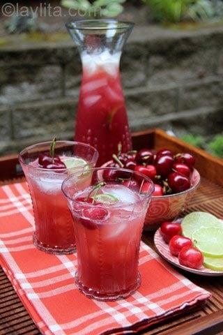 Limonada caseira de cerejas