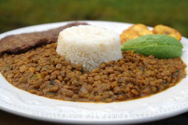 Ecuadorian lentil stew with rice {menestra de lentejas}