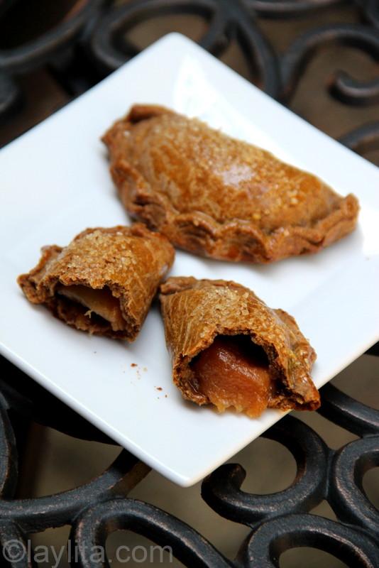 Empanadas au pain d'épices fourrées aux poires caramélisées