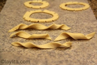 11- You can also make other shapes with the dough