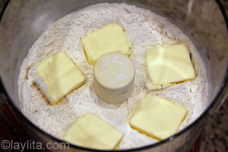 3- Add the butter to the flour mix