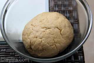 6 - Let the dough rest at room temperature for about an hour