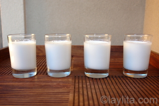 4- Refrigerate the panna cotta for at least 4 hours before serving