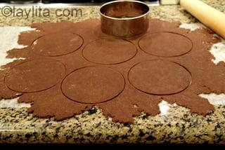 Use a round mold to cut the dough into empanada discs