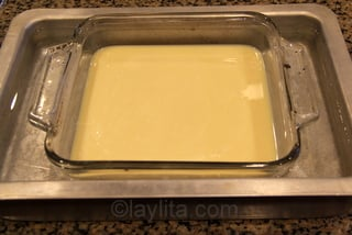 Oven dulce de lech - Combine the condensed milk and vanilla in square oven pan