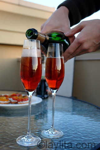 Fill each glass with chilled champagne or sparkling wine